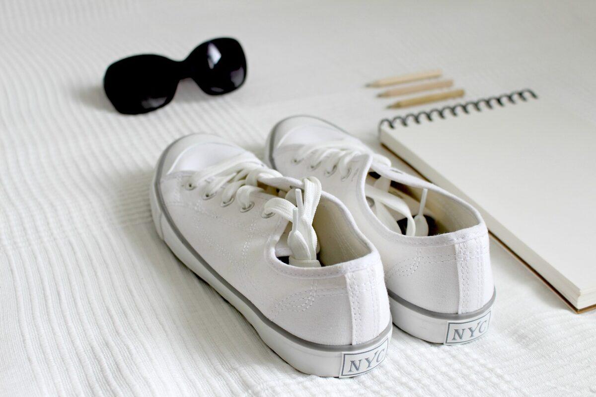shoes-2465908_1280-1200x800.jpg